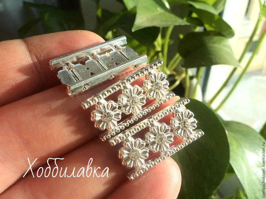 Металлические Коннекторы для украшений на 3 нити с ювелирными кристаллами. Покрытие Silver Plated по латуни Размер 12 x 25 мм