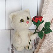 Куклы и игрушки handmade. Livemaster - original item White kitten with red rose. felted toy made of wool. Handmade.