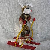 Куклы и игрушки ручной работы. Ярмарка Мастеров - ручная работа Вязаный заяц-горнолыжник Степан. Handmade.