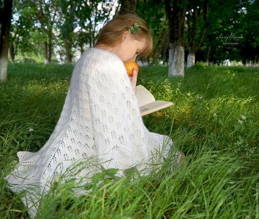 """Шали, палантины ручной работы. Ярмарка Мастеров - ручная работа. Купить Шаль """"Белые листья"""". Handmade. Белый, подарок женщине"""