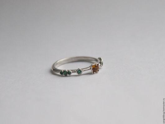 Кольцо из золота - Мизэки  Сапфир, тсавориты. Ювелирная мастерская Золотой Жук.