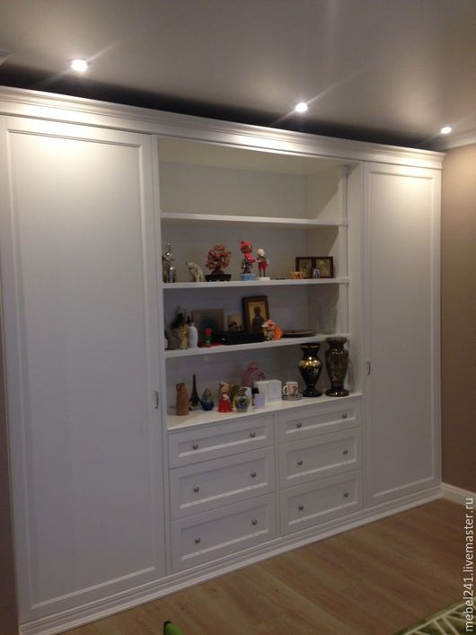 Шкаф белый в гостиную