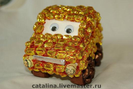 Кулинарные сувениры ручной работы. Ярмарка Мастеров - ручная работа. Купить Веселый автомобиль из конфет. Handmade. Сладкий подарок