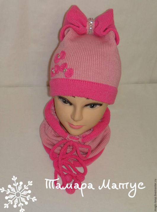 Комплект шапка-бант и снуд для девочки ручной работы. Работа Тамары Матус. Ярмарка Мастеров