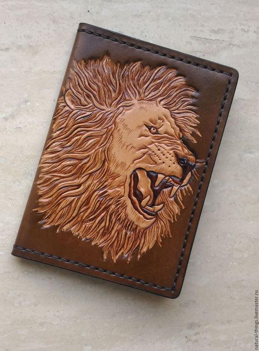 """Обложки ручной работы. Ярмарка Мастеров - ручная работа. Купить Кожаная обложка для паспорта """" Оскал льва"""" с тиснением. Handmade."""
