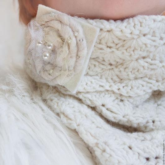 """Шарфы и шарфики ручной работы. Ярмарка Мастеров - ручная работа. Купить Снуд и брошка """"Сливочный снежный"""". Handmade. Белый"""