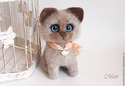 Игрушки животные, ручной работы. Ярмарка Мастеров - ручная работа. Купить Котик бежевый малыш. Handmade. Бежевый, кот