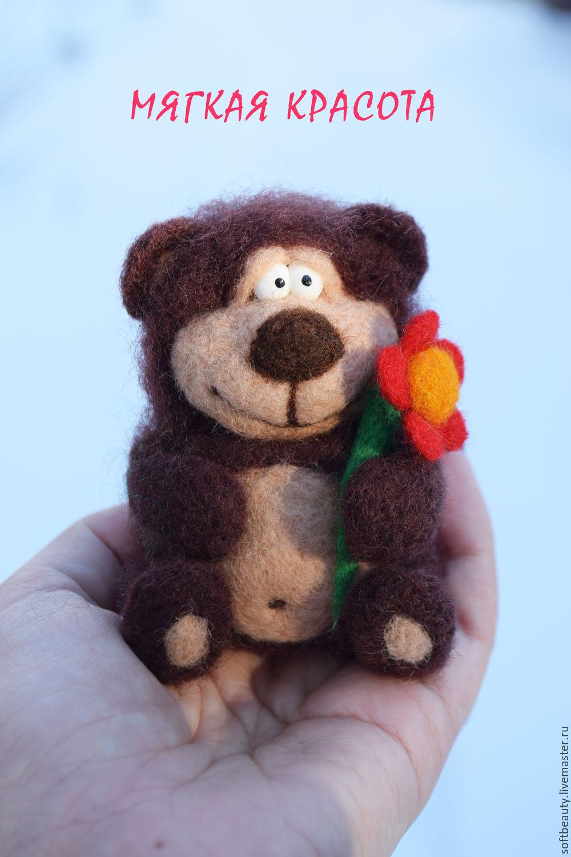 Мягкая игрушка в подарок женщине как сочетать живые цветы в корзине с чаем