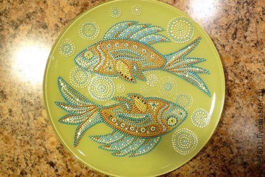 """Тарелки ручной работы. Ярмарка Мастеров - ручная работа. Купить Тарелка """"Рыбы"""". Handmade. Тарелка, декоративная тарелка, точечная роспись"""