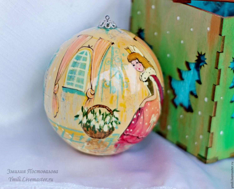 painting on wood. Ball box of surprises, gifts. Christmas gift, Christmas gift.