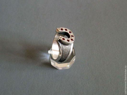 """Кольца ручной работы. Ярмарка Мастеров - ручная работа. Купить Кольцо подкова """"на удачу"""". Handmade. Бордовый, кольцо с камнями"""