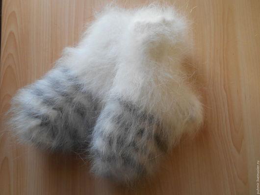Носки детские .Размеры от 0 до 5 лет. Теплые толстые,зимние.Связаны из натуральных материалов.Пух кролика и нить хлопчатобумажная.Очень приятные на ощупь ,мягкие