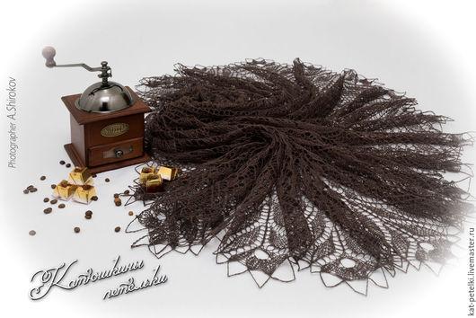 Шали, палантины ручной работы. Ярмарка Мастеров - ручная работа. Купить Вязаная ажурная льняная шаль шоколадного цвета Желуди. Handmade.