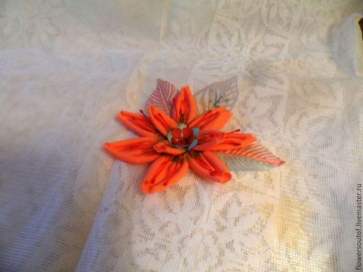 коралловый цветок из ткани
