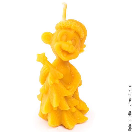 Свечи ручной работы. Ярмарка Мастеров - ручная работа. Купить Свеча Обезьяна с большой елкой. Handmade. Оранжевый, свеча, воск
