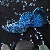 Украшения ручной работы. Ярмарка Мастеров - ручная работа Синяя брошь рыба, рыбка гуппи из полимерной глины. Handmade.