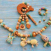 Грызунки ручной работы. Ярмарка Мастеров - ручная работа Подарочный набор: растяжка на коляску + грызунок + браслет. Handmade.