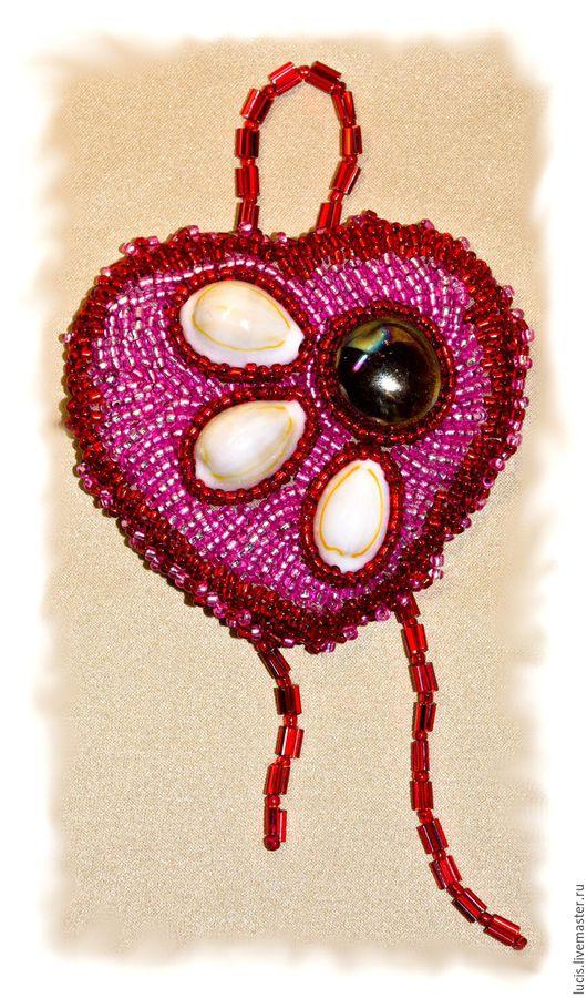 """Подарки для влюбленных ручной работы. Ярмарка Мастеров - ручная работа. Купить Сувенир """"Сердце"""". Handmade. Бисер, искусственная кожа, стекло"""