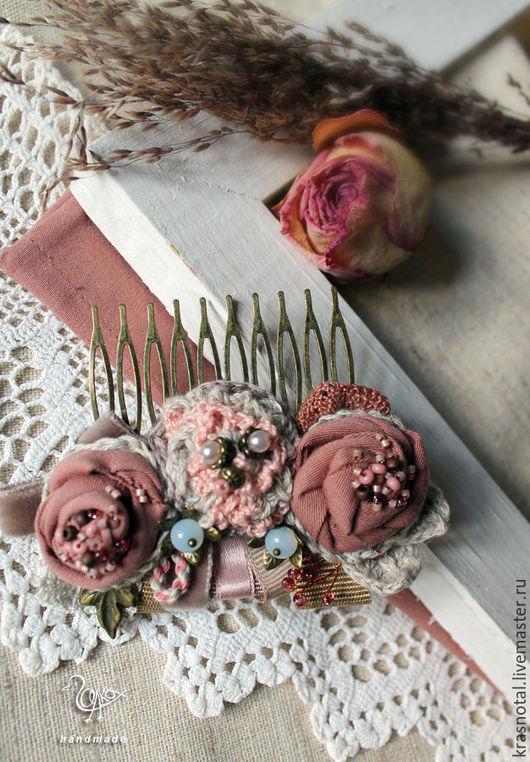 гребень в прическу розовый, гребень в волосы с цветами, розы, розовый, пыльная роза. Галина Горяинова броши бусы колье. Ярмарка мастеров