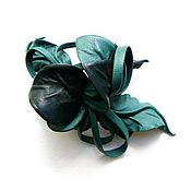"""Украшения ручной работы. Ярмарка Мастеров - ручная работа Заколка автомат цветок из кожи """"Голубые Ели"""" темно мятный изумрудный. Handmade."""