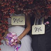 Свадебный салон ручной работы. Ярмарка Мастеров - ручная работа Mr&Mrs - таблички для фотосессии. Handmade.