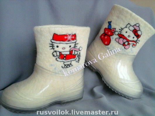 """Детская обувь ручной работы. Ярмарка Мастеров - ручная работа. Купить детские валенки """"По мотивам """"Helloy, Kitty"""". Handmade."""