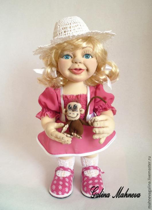 """Коллекционные куклы ручной работы. Ярмарка Мастеров - ручная работа. Купить Авторская кукла """"Девочка с мартышкой"""". Handmade. Фуксия, нейлон"""