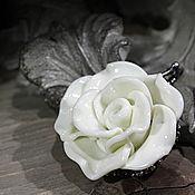 """Украшения ручной работы. Ярмарка Мастеров - ручная работа Кулон  """"Молочная роза"""". Handmade."""