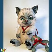 Куклы и игрушки ручной работы. Ярмарка Мастеров - ручная работа Валяная игрушка котенок Марри с подвижными лапками. Handmade.