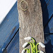 Картины и панно ручной работы. Ярмарка Мастеров - ручная работа Деревянное панно с аппликацией из вязаных цветов «подснежники». Handmade.