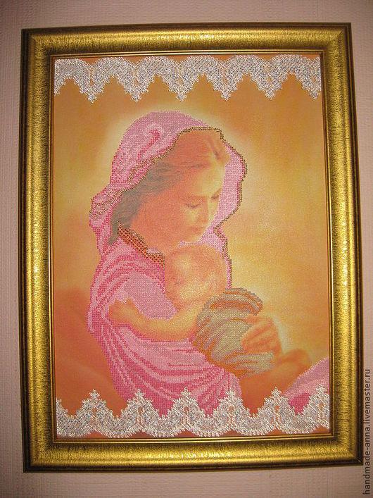 Очень нежная картина Мать и дитя  выполнена с любовью.