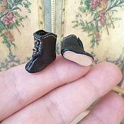 Куклы и игрушки ручной работы. Ярмарка Мастеров - ручная работа Крошечные черные сапожки для куклы, длина 16 мм. Handmade.