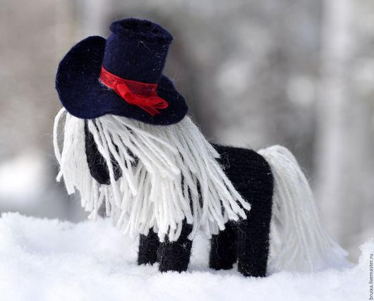 Вальдорфская игрушка ручной работы. Ярмарка Мастеров - ручная работа. Купить Игрушка лошадка вязаная Дама в шляпе. Handmade. Черный