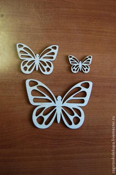 Бабочки (в наборе 3 штуки) Размеры: 14х10 см, 9х6 см, 5х4 см Материал: фанера 3 мм