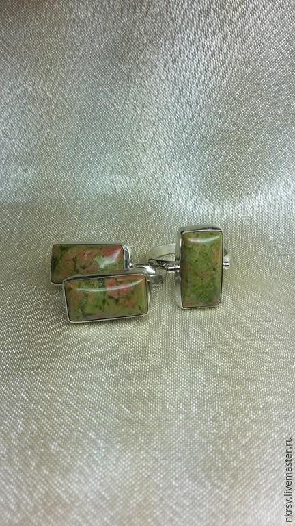 Комплект украшений ручной работы из натурального унакита в серебре.