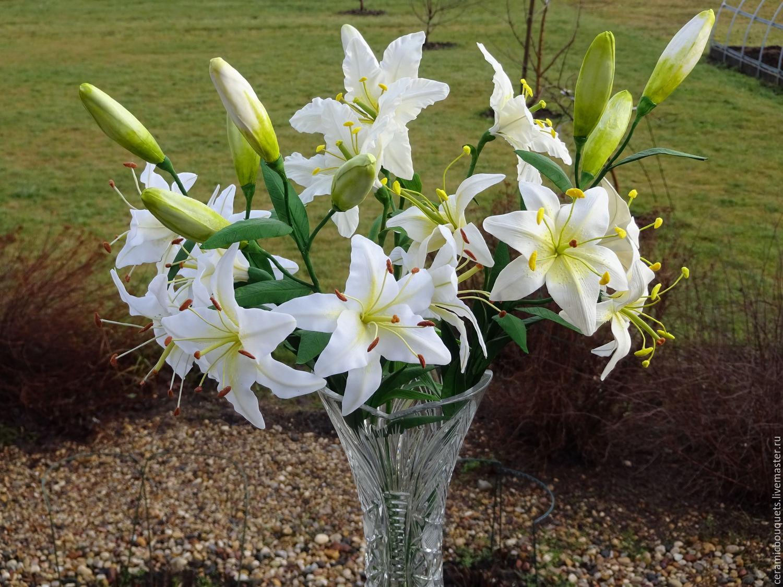фото букет из белых лилий