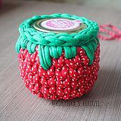 Подарки на 14 февраля ручной работы. Ярмарка Мастеров - ручная работа Подарки на 14 февраля: Корзинка-клубничка с баночкой меда. Handmade.