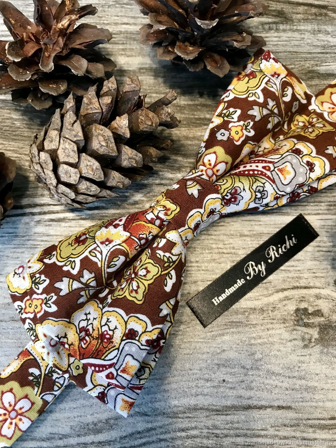 Bow tie with floral print