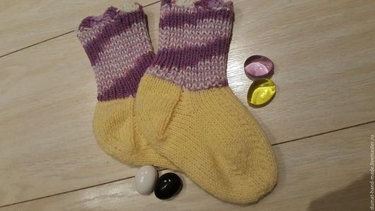 """Носки, Чулки ручной работы. Ярмарка Мастеров - ручная работа. Купить Носочки детские """"Уютная зима"""" для девочки. Handmade. Лимонный"""