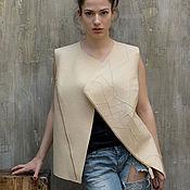 Одежда ручной работы. Ярмарка Мастеров - ручная работа Жилет из шерсти с вышивкой / Бежевый жилет на молнии. Handmade.