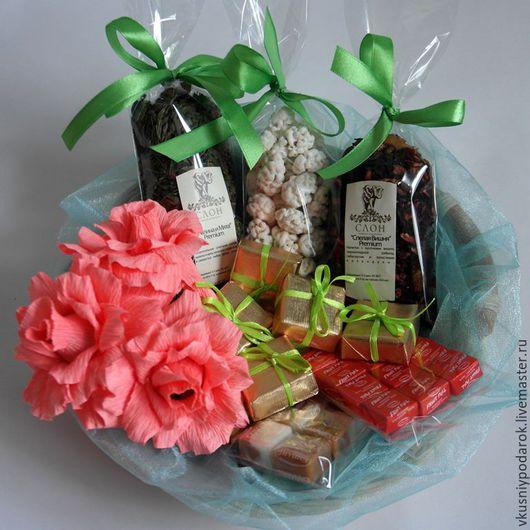 Букеты ручной работы. Ярмарка Мастеров - ручная работа. Купить Набор из роз,конфет, чая и орешков. Handmade. Коралловый