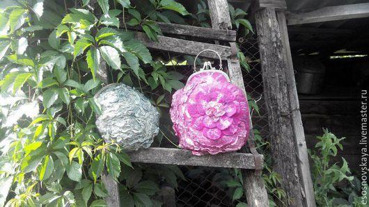 Валяная сумочка `Летний цветок`выполнена на заказ для Марии  к  шарфику Ягодное настроение. Внутри с кармашками.