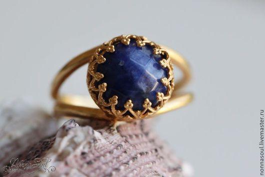 Кольца ручной работы. Ярмарка Мастеров - ручная работа. Купить Позолоченное круглое кольцо с содалитом (маленькое). Handmade. Тёмно-синий