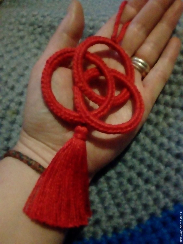 Оберег из красной нитки