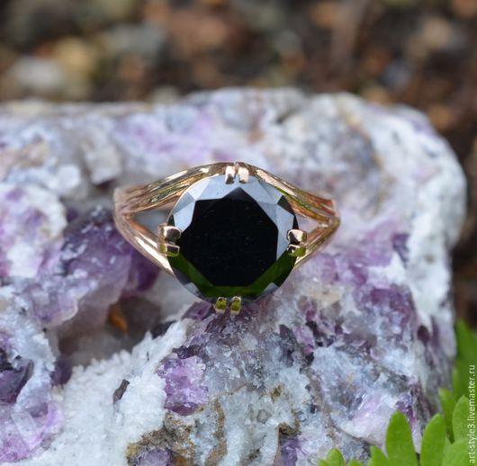 Кольца ручной работы. Ярмарка Мастеров - ручная работа. Купить Золотой перстень с муссанитом, 585 проба. Handmade. Драгоценные камни