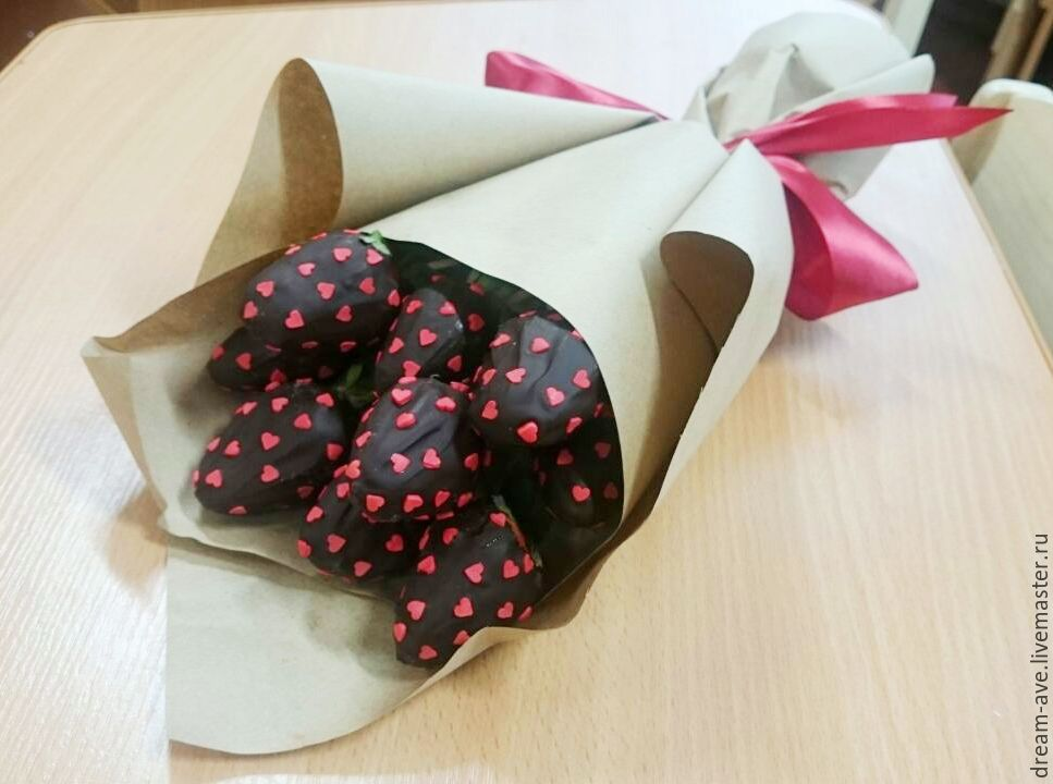 Клубника в шоколаде букет