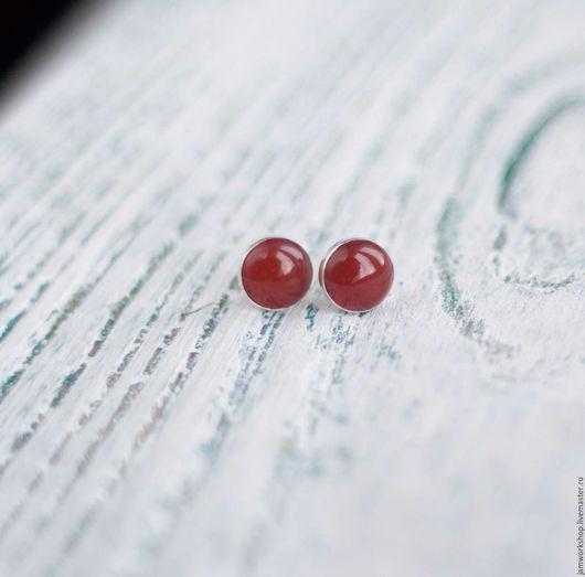 Серьги ручной работы. Ярмарка Мастеров - ручная работа. Купить Серьги-гвоздики с сердоликом - 8 мм. Handmade. Рыжий
