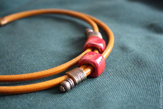 Колье, бусы ручной работы. Ярмарка Мастеров - ручная работа. Купить Колье на кожаном шнуре с красной керамикой-3. Handmade.