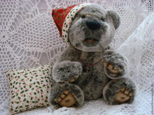 Тимоша может стать Вашим другом или замечательным подарком близкому человеку. Сшит из французского плюша с большой любовью. Необыкновенно магкий и тискательный мишка. Его не хочется выпускать из рук.