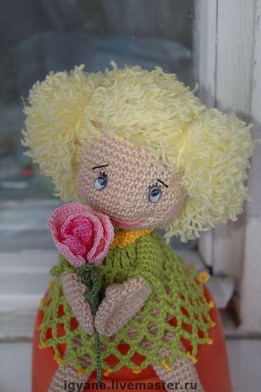 Девочка с цветком. Пример подарка на день рождения